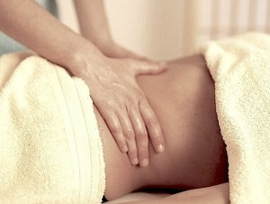 massage-a_stomach©I.Bouratinos